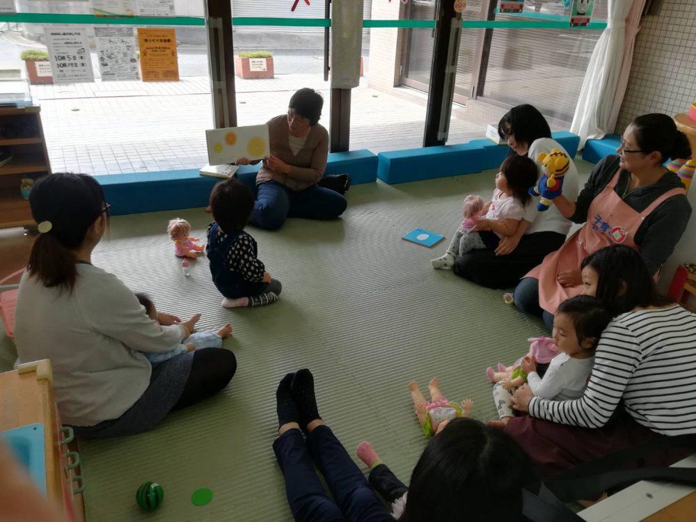 豐田中央図書館や交流館で毎月絵本などのおはなし会があります