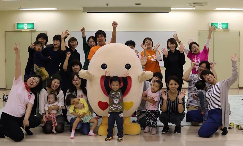 母が笑えば子が笑う~笑顔が子育てを救う笑いヨガの世界的イベントを今年は豐田市で!